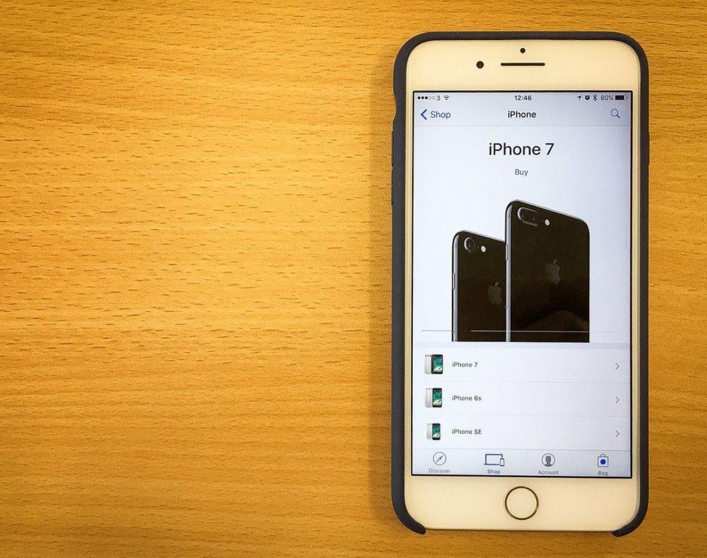 iPhone 7 Yellow Display