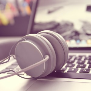 How to Switch Audio devices on Windows 10 - BlogTechTips