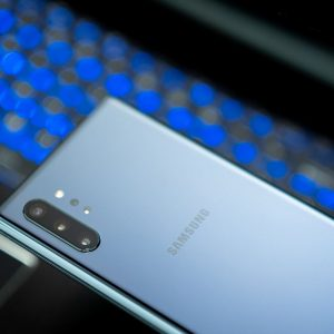 How to spot a Fake Galaxy S10 - BlogTechTips